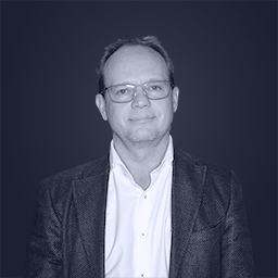 Portrait of CEO Knut Henrik Aas wearing a hololens