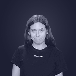 Portrait of 2D and 3D artist Rebecca Bakkejord wearing a oculus quest